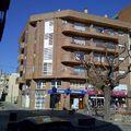 Edificio de viviendas, locales comerciales y aparcamiento.