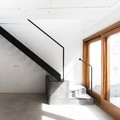 Escalera de acero y hormigón