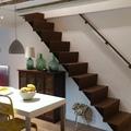 Escalera fabricada en chapa y pintada en oxido