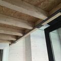 Estructura de la entreplanta suspendida, a base de madera laminada y tableros de OSB