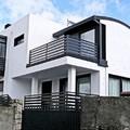 Fachadas principal y lateral