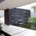 Fuente en pared con cascada