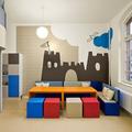 habitación infantil con mesa de juegos