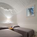 Habitación sencilla en blanco