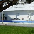 Jardín interior y piscina