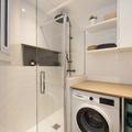 Laundry integrada en el cuarto de baño