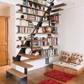 Librería a medida con escalera