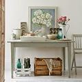Mesa de cocina rústica con elementos