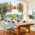 Mesa de comedor abierta a terraza