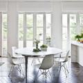 mesa de comedor al lado de la cocina