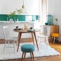 mesa de comedor con alfombra blanca