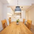 Mesa de madera del comedor