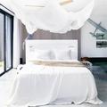 mosquitera en dormitorio moderno