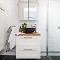 baño con muebles pequeños