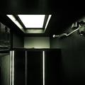 Baño. Vista hacia el techo de la ducha. Doble altura.