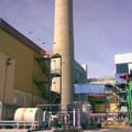 Pintando Fachada  en una central electrica