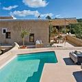 piscina de casa ibicenca