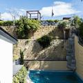 piscina y jardín interior