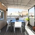 Terraza cubierta por toldos