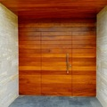 Puerta entrada madera tropical