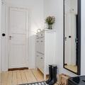 recibidor con espejo en pared