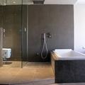 Reforma baño en Barcelona: inodoro aislado por mampara