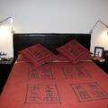 Reforma dormitorio en Barcelona: apliques de lectura en la pared