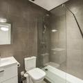 Reforma integral de vivienda. Detalle de baño