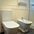 Reforma integral de vivienda por Traber Obras - cuarto de baño. Sanitarios de ROCA mod. The Gap.