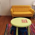 Sala de espera infantil. Zona de asientos.