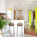 Salón colorido y alegre