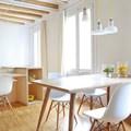 salón comedor blanco y de madera