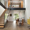 Salón-comedor. Escalera y doble altura
