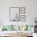 Salón con cojines en estampado floral
