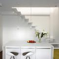 salón con escaleras lacadas