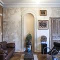 salón con mobiliario midcentury