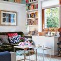 salón con muebles de obra