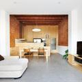 salón con paredes de ladrillo
