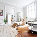 Salón con paredes gris claro