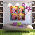 Salón con sofá y cuadro Marilyn
