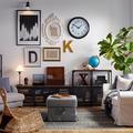 Salón de estilo industrial con sofá y butaca de IKEA