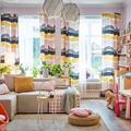 Salón decorado con colores amarillo, naranja y rosa