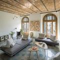 salón estilo retro con techo de ladrillo
