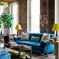 sofá en azul cobalto
