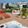 terraza con jacuzzi