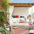 Terraza con pérgola adosada de madera