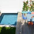 terraza con piscina mini