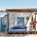 Terraza con porche de madera y brezo