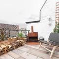 terraza con suelo de madera natural