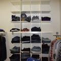 Tienda de ropa estanterias